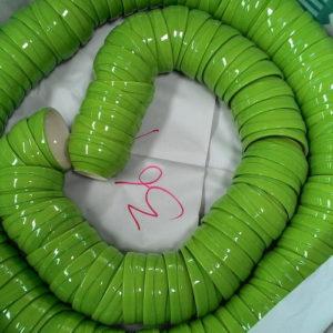 ชามลายคลื่นสีเขียว